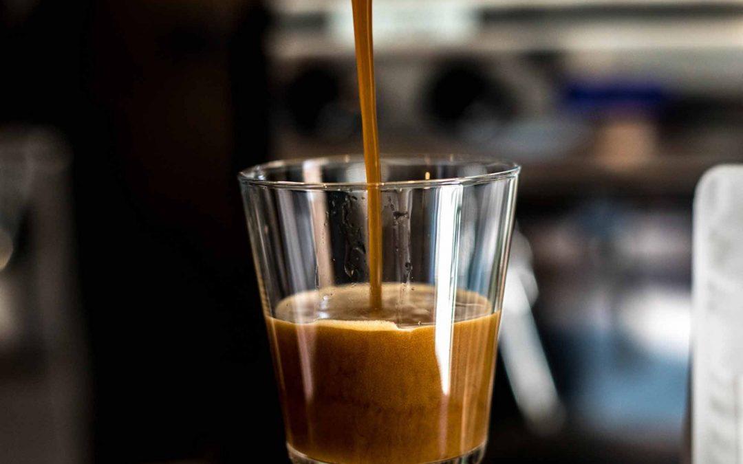 10 (вкусни?) неща, които хората слагат в кафето си